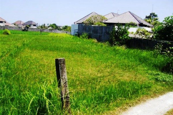 Dijual tanah di Canggu dekat pantai berawa ( TJCG045B )