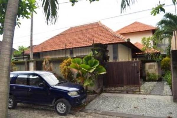 Dijual villa dengan swimming pool di Sanur – VJSN001