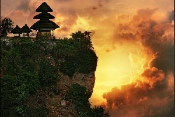 Uluwatu Jimbaran – Wisata Pantai Selatan Pulau Bali