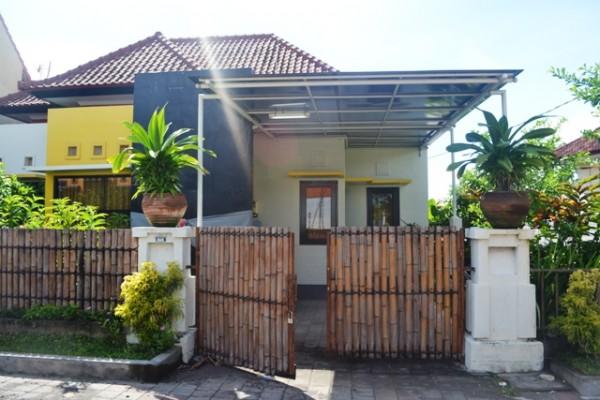 Rumah disewakan di Jimbaran, lingkungan nyaman  R1111