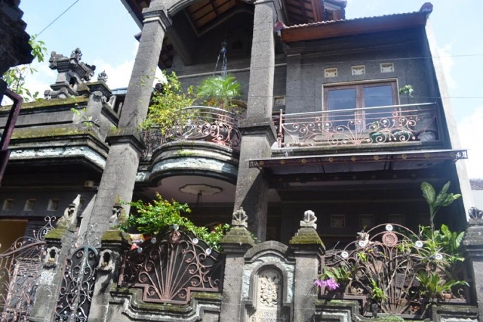 Dijual rumah style Bali di lokasi strategis Dalung Permai – R1113