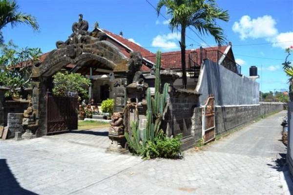 Rumah Cantik Dijual di Kuta, Bali – R1050B